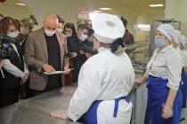 Липецкий губернатор отказался пробовать еду, которой кормят школьников