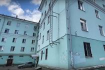 Жители проблемного дома в Липецке задыхаются от запаха плесени и боятся его разрушения