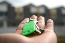 В Липецке дети-сироты получат 20 новых квартир