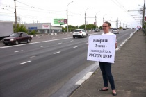Коммунисты протестуют по одиночке против повышения цен на бензин