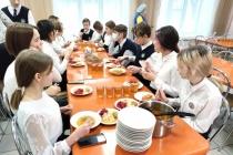 С выигравшим торги на поставку питания в липецкие школы предпринимателем могут разорвать контракт