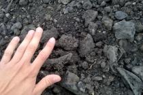 Мэрия пообещала разобраться с завалами шлака рядом с жилой зоной тракторного завода до конца мая