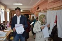 Спикеру Липецкого горсовета на выборах пришлось отстоять очередь