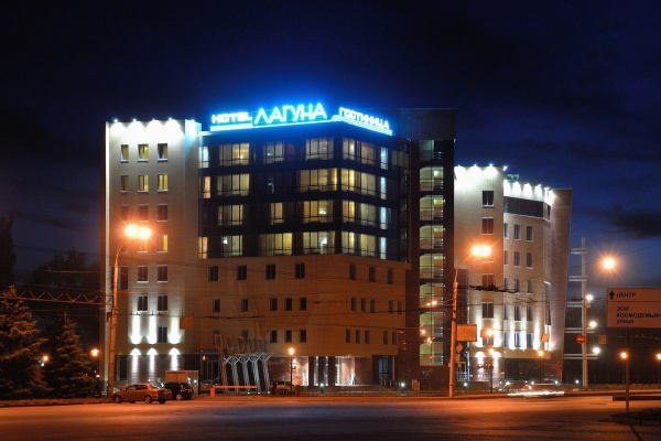 От липецкой гостиницы «Лагуна» потребовали демонтировать летние беседки и освободить самовольно занятый участок земли