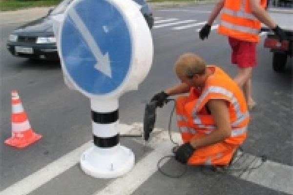 В Липецке устанавливают новые дорожные знаки