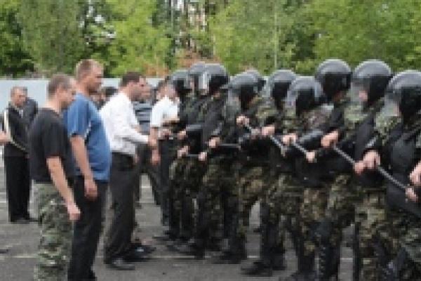 Милиционеров Липецка учили тому, как освобождать дороги от митингующих
