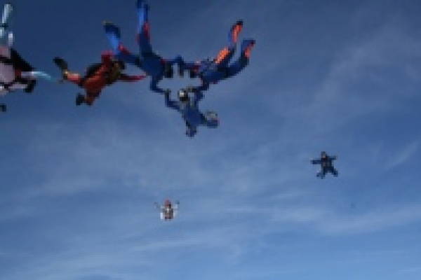 Липецкие парашютисты готовят рекорд Черноземья
