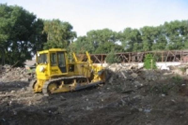 Тракторный встает из руин