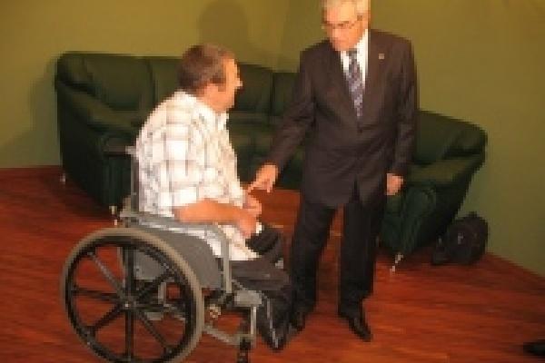 Коляска инвалиду