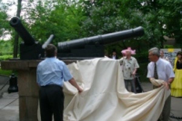 Пушки вернулись в Нижний парк
