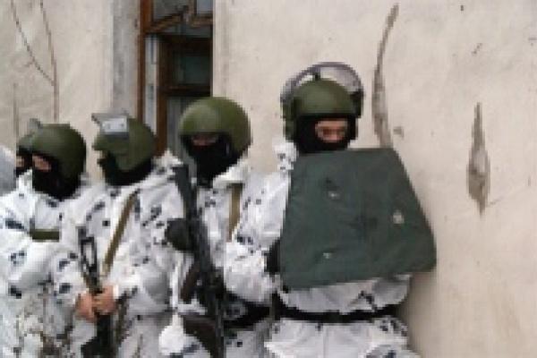 В Левобережье Липецка спецназ штурмовал здание