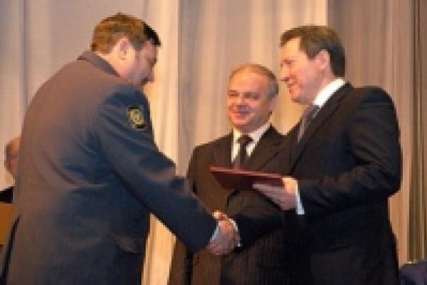В Липецке губернатор наградил участковых