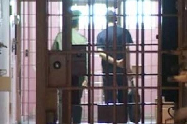 17-летнего телефонного террориста отправили в колонию