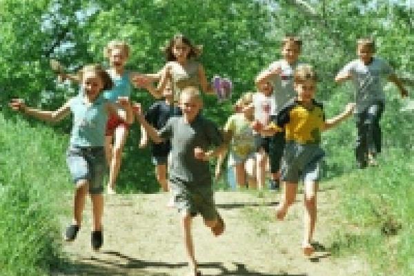 Тысячи детей отправят в лагеря