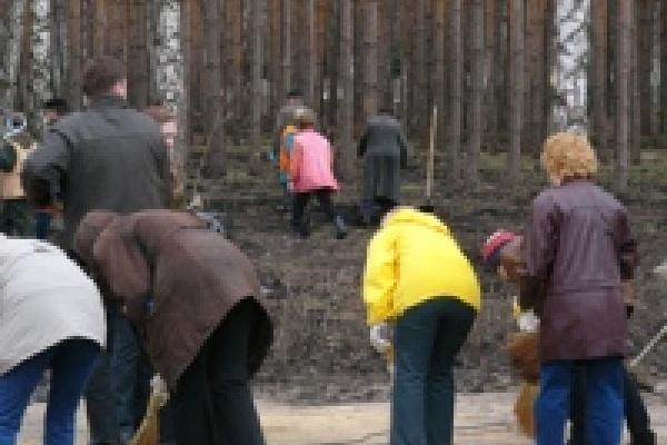 На субботник в парк НЛМК вышли  500 человек