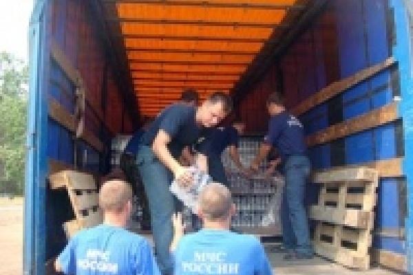 Производители питьевой воды и соков передали продукцию пострадавшим