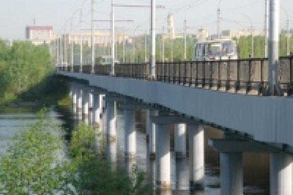 Петровский мост остался без дорожных знаков