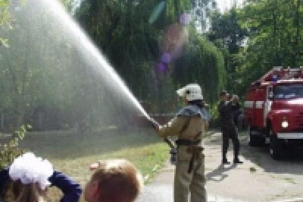 Пожарные спасли гаражи