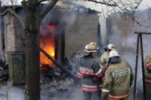 В пожаре сгорел человек