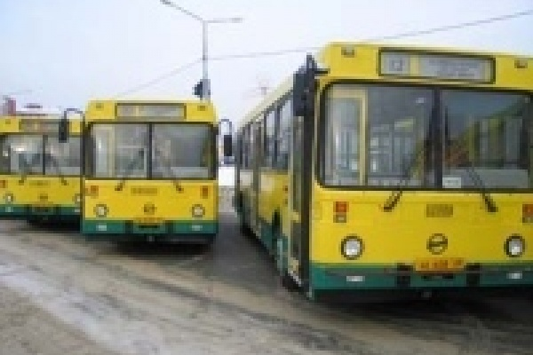 В Липецке водителям вручили ключи от новых автобусов