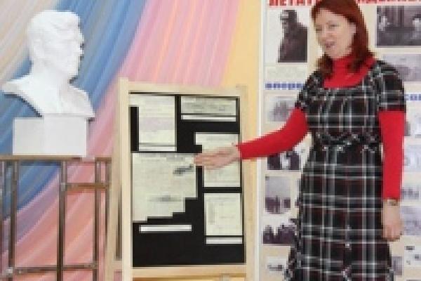В Липецке в музей легендарного летчика переданы документы из Московского государственного архива