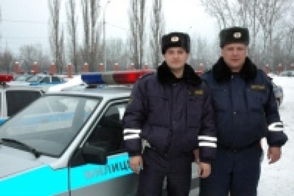 Инпекторы ДПС спасли людей во время пожара