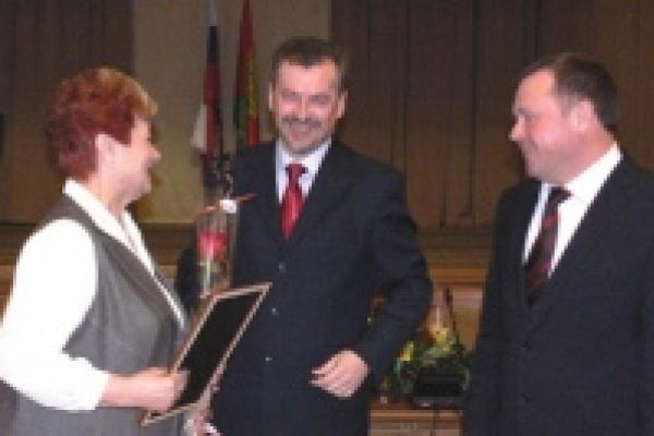 Заслуженные учителя получили областные премии