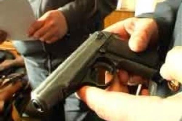 Застрелил из пистолета гражданскую жену