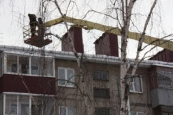 У старой пятиэтажки на улице Юбилейной появилась новая крыша