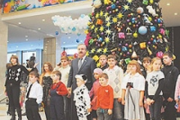 Депутат устроил праздник для 100 сельских детей