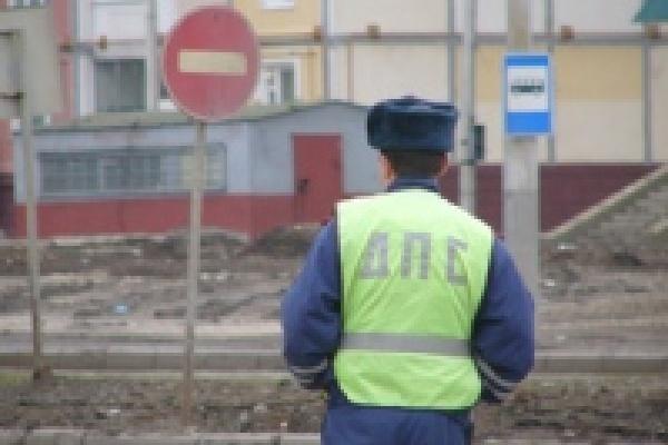 В Добровском районе КамАЗ столкнулся с автобусом