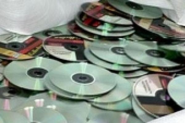 В руки полиции попали 200 дисков с порнографией