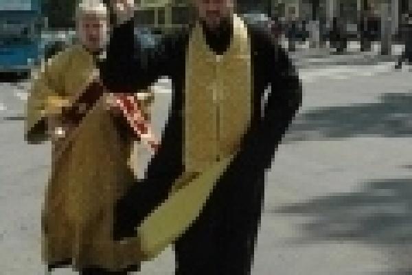Священники окропили святой водой опасные перекрестки в Липецке