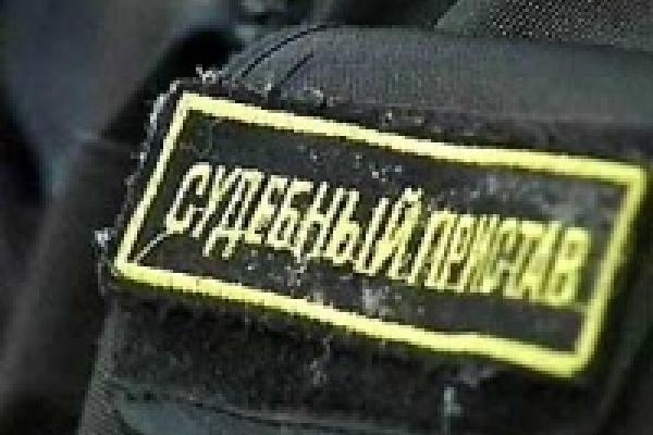 Судебные приставы нашли должников в здании ГИБДД