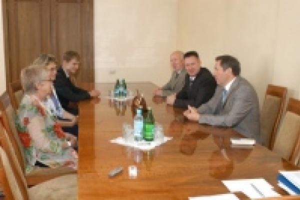 Олег Королев обсудил вопросы дорожной безопасности с международными экспертами