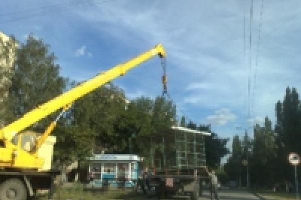 В Липецке сносят незаконно установленные павильоны для торговли бахчевыми культурами