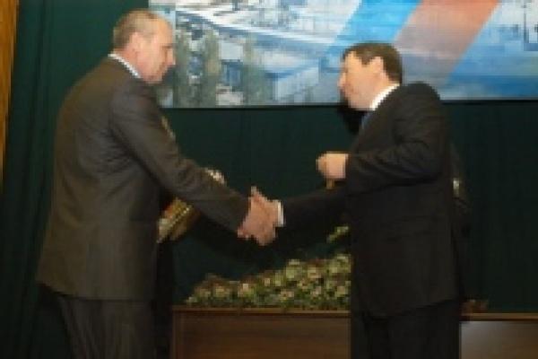 Губернатор наградил работников НЛМК