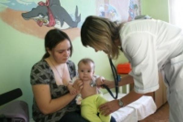 Врачи выездной детской поликлиники осмотрели детей во всех районах Липецкой области