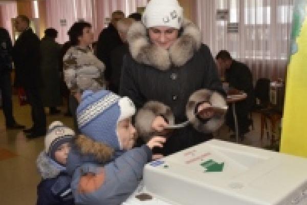ЛДПР и КПРФ потребовали ручного подсчета голосов в электронных урнах