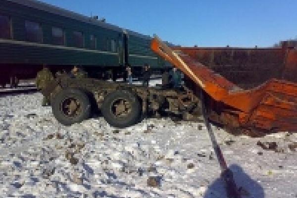 В Липецкой области КамАЗ врезался в поезд