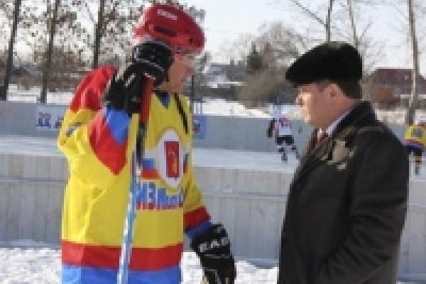 Депутаты помогают открывать ледовые площадки в селах