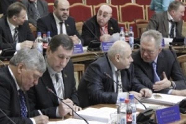 Депутаты публично отчитаются о своих доходах
