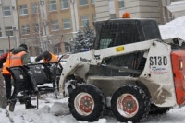 Коммунальные службы убирают снег с улиц Липецка
