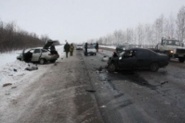 В результате аварии погибли двое