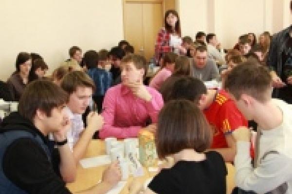 В Липецке прошла отборочная игра городского молодежного турнира «Что? Где? Когда?»