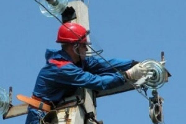 В Липецке энергетики устраняют последствия ураганного ветра