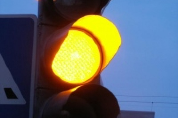 С начала года в Липецке отремонтировали почти 400 дорожных знака и 28 светофоров