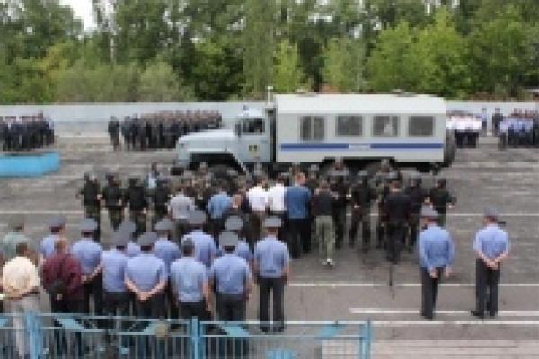 Полиция охраняет детей