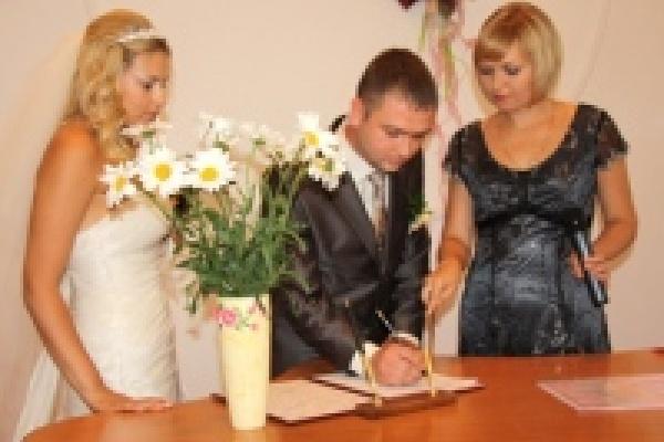 В День города в Липецке сыграют 120 свадеб
