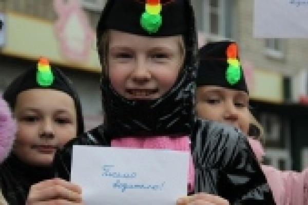 В Липецке дети раздавали водителям письма